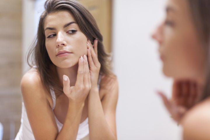 Brotes de acné por zonas, ¿qué significan?