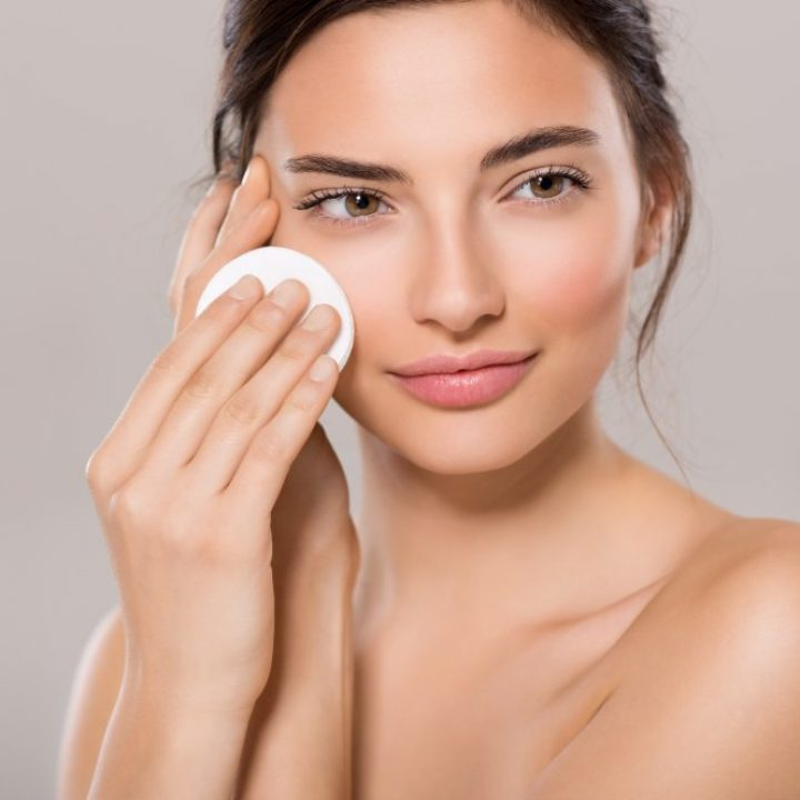 ¿Qué desmaquillante debo usar si tengo piel con acné?