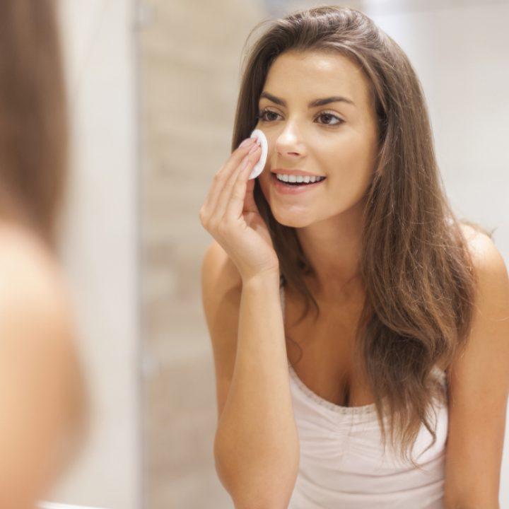 ¿Qué desmaquillante usar si tienes la piel seca?